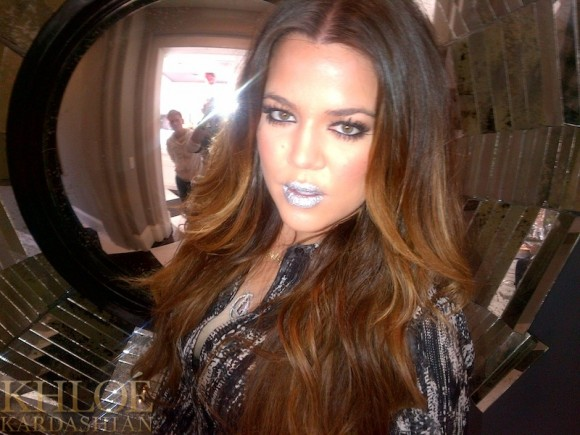 Kloe Kardashian en Lip Tattoo